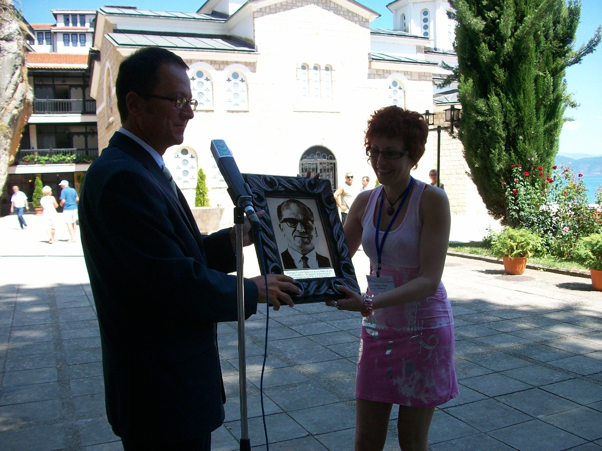 "Elizabeta Petrovska, dobitnica nagrade ""Stojan Hristov"" na Struškim večerima poezije 2010."